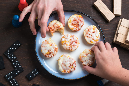 Make tasty pizza bagels in the microwave with 3 easy ingredients.